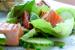 Sprød salat med grillet laks og ærter